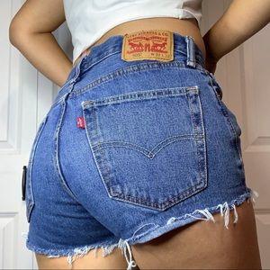 Vintage Levi's 505 denim shorts!
